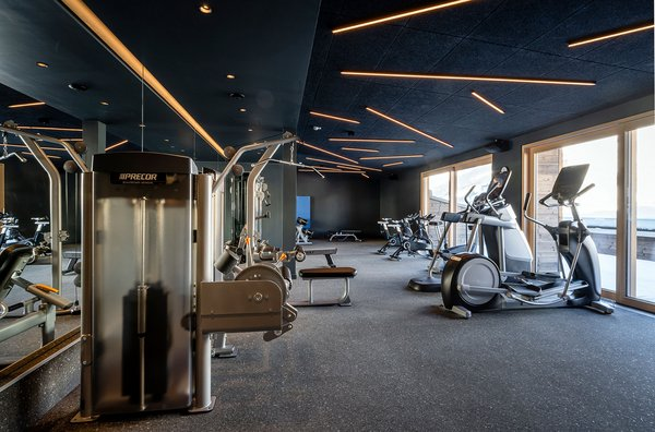 Fitness lounge with fitness equipment