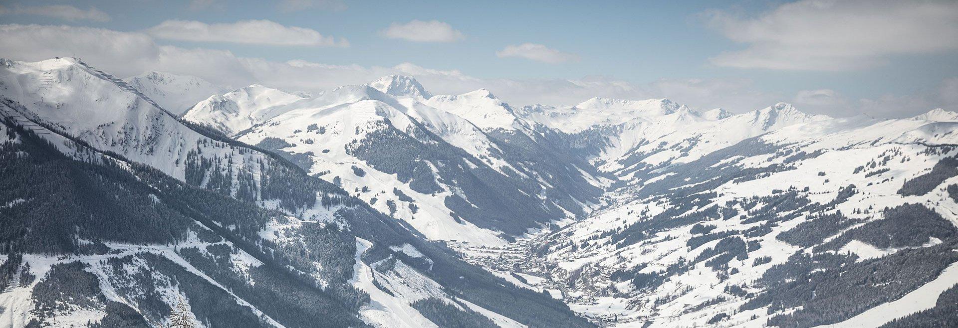 Mountain panorama ski circus Saalbach Hinterglemm