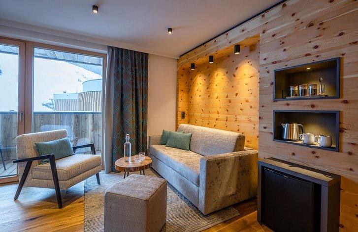 Stone pine suite Bergzeit seating corner