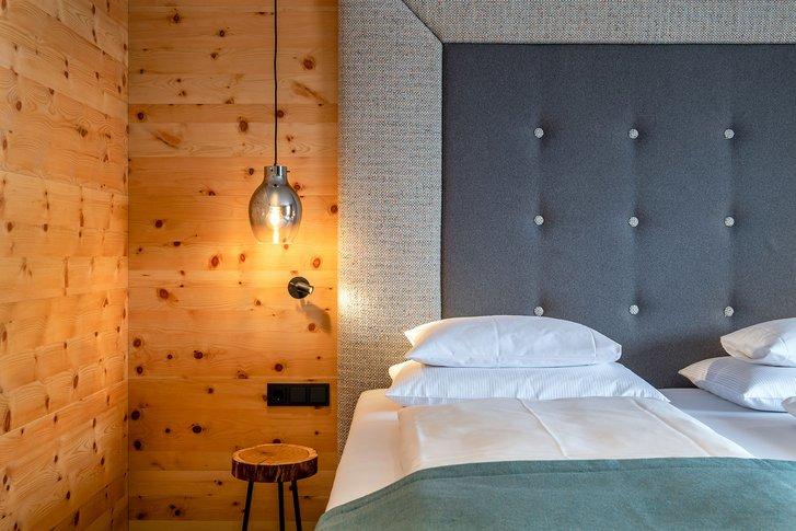 Stone pine suite Verwöhnzeit bed