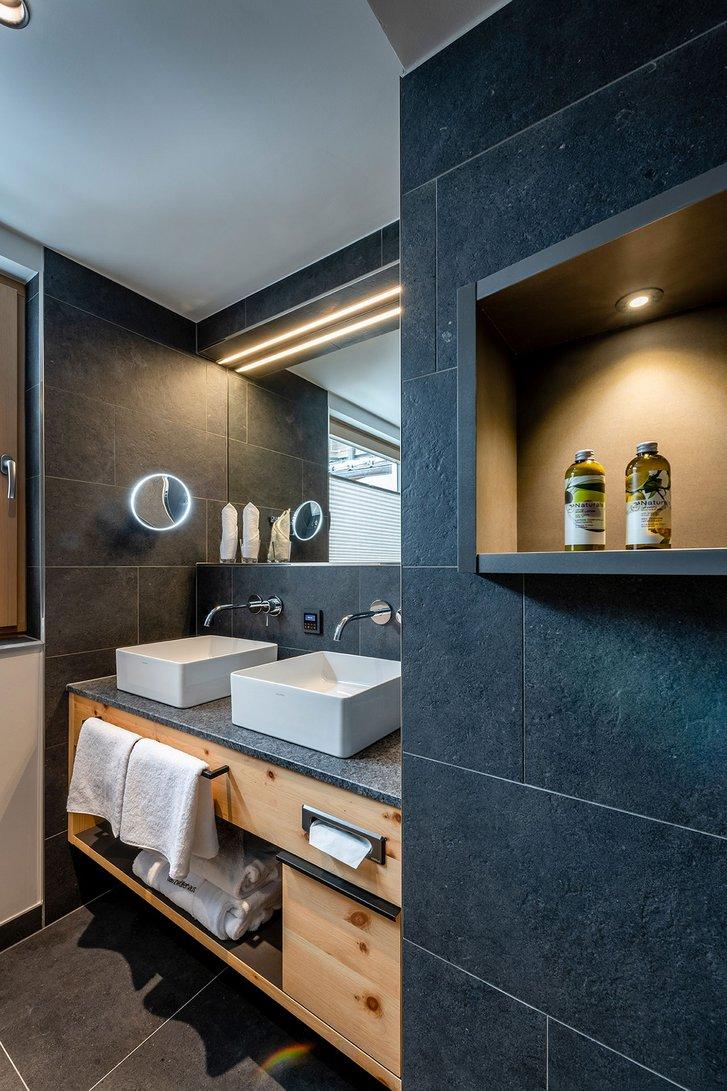 Stone pine suite Verwöhnzeit bath