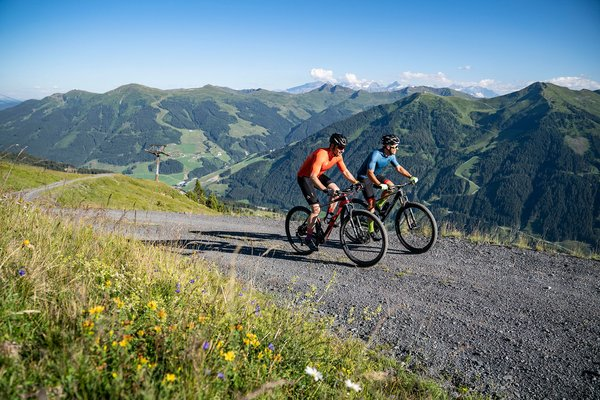 Two mountain bikers in Saalbach Hinterglemm